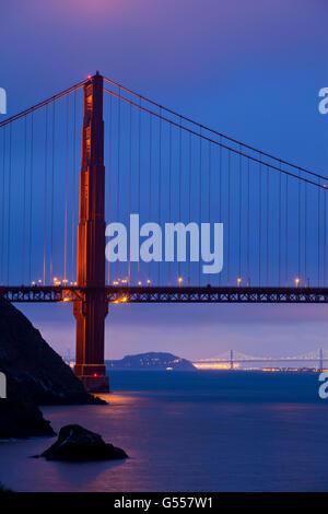 Baie de San Francisco, CA, USA: le Golden Gate Bridge, le Bay Bridge, l'île de Yerba Buena, Port d'Oakland, de Banque D'Images
