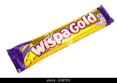 Londres, UK - 6 mai 2016: une emprise Wispa Gold barre de chocolat fabriqués par Cadbury, photographié sur un arrière Banque D'Images