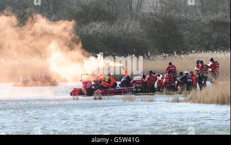 Une reconstruction de secours en eau à grande échelle par le Service des incendies et des secours a lieu à Barton upon Humber, dans le nord du Lincolnshire, dans le cadre d'événements commémorant le 60e anniversaire de l'inondation de la côte est.