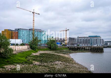 Greenwich, Londres. Enderby, Quai de luxe moderne dans le neuf appartement riverside de bâtiments par les développeurs Banque D'Images
