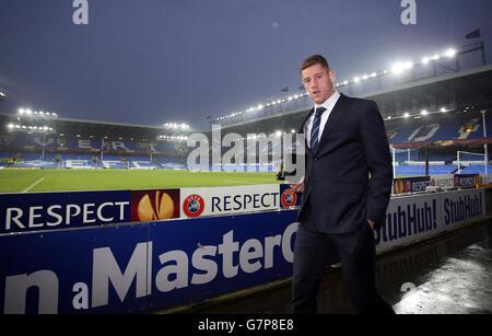 Ross Barkley d'Everton arrive sur le terrain pour le match de l'UEFA Europa League à Goodison Park, Liverpool. APPUYEZ SUR ASSOCIATION photo. Date de la photo: Jeudi 12 mars 2015. Voir PA Story SOCCER Everton. Le crédit photo devrait se lire comme suit : Peter Byrne/PA Wire