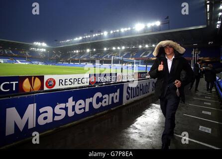 Muhamed Besic d'Everton arrive sur le terrain pour le match de l'UEFA Europa League à Goodison Park, Liverpool. APPUYEZ SUR ASSOCIATION photo. Date de la photo: Jeudi 12 mars 2015. Voir PA Story SOCCER Everton. Le crédit photo devrait se lire comme suit : Peter Byrne/PA Wire