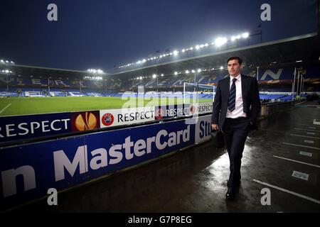 Gareth Barry d'Everton arrive sur le terrain pour le match de l'UEFA Europa League à Goodison Park, Liverpool. APPUYEZ SUR ASSOCIATION photo. Date de la photo: Jeudi 12 mars 2015. Voir PA Story SOCCER Everton. Le crédit photo devrait se lire comme suit : Peter Byrne/PA Wire