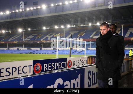 Kevin Mirallas d'Everton arrive sur le terrain pour le match de l'UEFA Europa League à Goodison Park, Liverpool. APPUYEZ SUR ASSOCIATION photo. Date de la photo: Jeudi 12 mars 2015. Voir PA Story SOCCER Everton. Le crédit photo devrait se lire comme suit : Peter Byrne/PA Wire