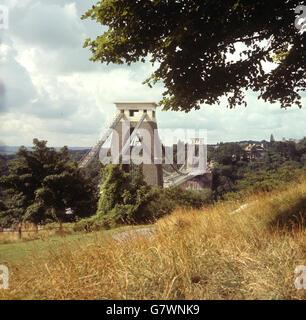 Le pont suspendu de Clifton, près de Bristol, traverse 245 mètres de haut au-dessus de la gorge Avon.