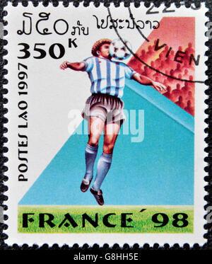 LAOS - circa 1997: timbre imprimé au Laos dédié au Championnat du Monde de Football de 1998 en France, vers 1997 Banque D'Images