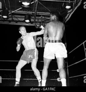 Boxe - World Heavyweight Championship - Muhammad Ali v Henry Cooper