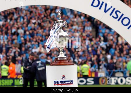 Football - Nationwide League Division One - Manchester City / Portsmouth. Trophée de championnat national de la première division