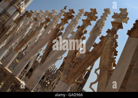 Flèches de la gothique de la cathédrale de Milan (Duomo di Milano) Banque D'Images