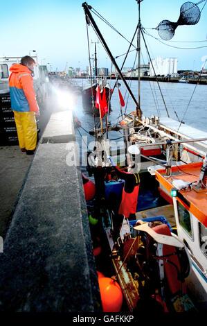 Port de pêche de Norfolk jusqu'à son dernier bateau Banque D'Images