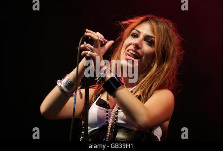 Gabriella Cilmi se présentant le deuxième jour du V Festival à Hylands Park, Chelmsford, Essex.