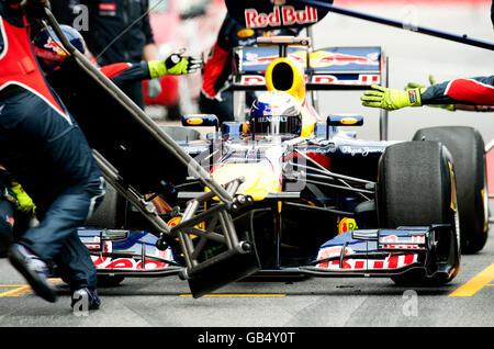 Pit stop de Sebastian Vettel, l'Allemagne, dans sa Red Bull Racing-Renault RB7, Formule 1 essais au Circuit de Catalogne Banque D'Images