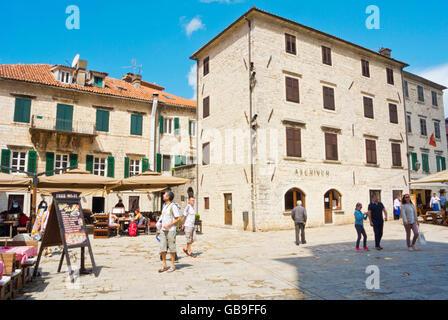 Trg Sv, Tripuna avec Archive historique de Kotor, Stari Grad, vieille ville, Kotor, Monténégro Banque D'Images