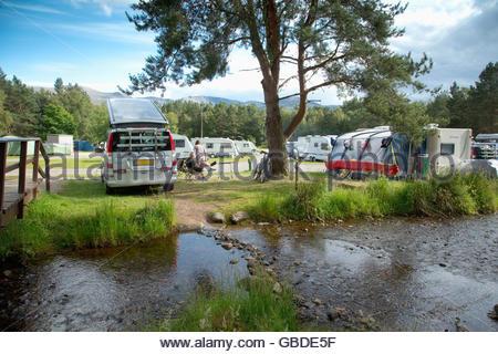 La caravane et camping occupé à Glenmore Forest Park, près de Aviemore, Highlands d'Ecosse. Banque D'Images