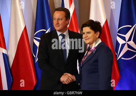 Varsovie, Pologne. 8 juillet, 2016. Primer Szydlo reçoit le premier ministre britannique Cameron Crédit: Jake Ratz/Alamy Banque D'Images