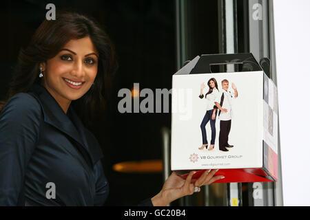 Actrice et mannequin Shilpa Shetty à Tiffinbites à Londres où elle a annoncé sa participation au V8 Gourmet Group. Banque D'Images