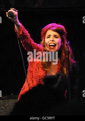 Paloma Faith en concert - London Banque D'Images