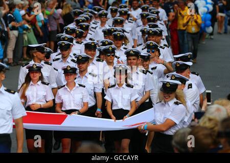 Bruxelles, Belgique. 8 juillet, 2016. Les marins de la Pologne participent à la parade de l'équipage pendant la Banque D'Images