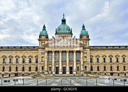 Bâtiment de cour administrative fédérale à Leipzig, en Allemagne, en jour nuageux Banque D'Images