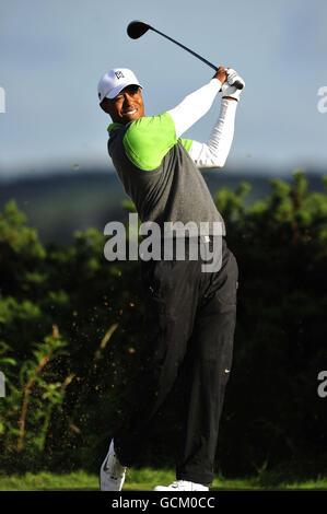 Golf - le championnat ouvert 2010 - deuxième tour - St Andrews Old course. Tiger Woods débarque sur le 10ème trou