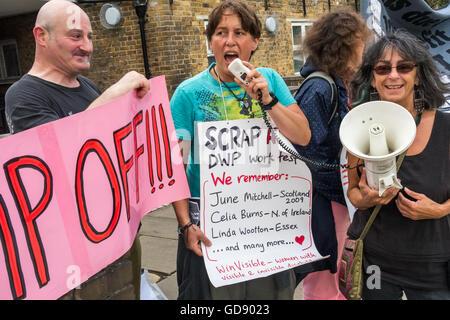 Londres, Royaume-Uni. 13 juillet 2016. Une affiche indique que 3 des quelque 8 000 à 10 000 qui sont morts à cause Banque D'Images
