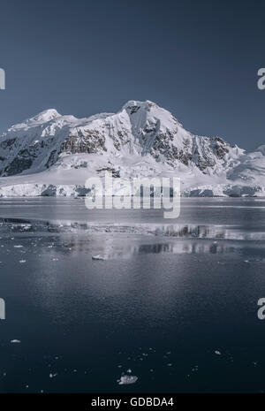 Les spectaculaires montagnes autour de Paradise Bay de l'Antarctique Banque D'Images