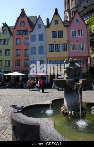 Situé sur les rives du Rhin dans une section de Cologne connu comme Martinsviertel, le vieux marché aux poissons, Banque D'Images