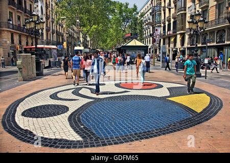 """Une """"mosaïque"""" de Joan Miro à sur Las Ramblas, la rue la plus célèbre de Barcelone, Catalogne, Espagne"""