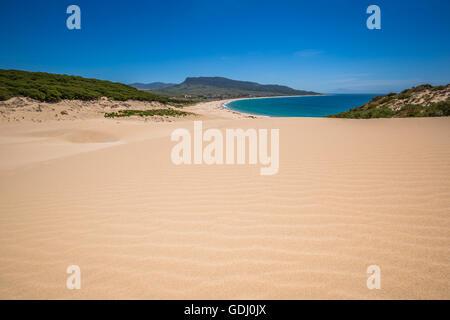 Dune de sable de plage de Bolonia, province de Cadix, Andalousie, Espagne