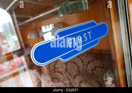 Autocollant de vitre de première classe dans la région de Old railway carriage Banque D'Images