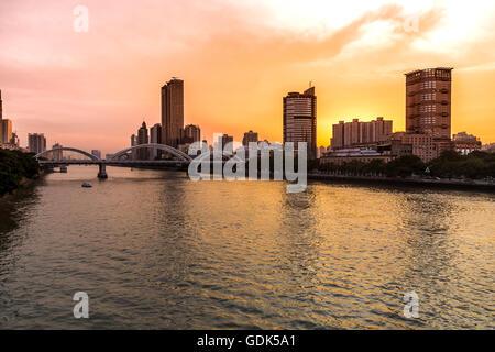 Coucher du soleil sur la rivière des Perles, Guangzhou Banque D'Images