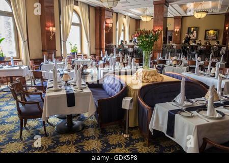 Salle à manger élégante de l'intérieur de célèbre Restaurant Gundel, Parc de la ville, Pest, District 14, Budapest, Banque D'Images