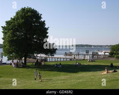 Géographie / voyage, Allemagne, Berlin, paysages, Wannsee (lac), grand Wannsee (lac), pelouse en face de débarcadères, Banque D'Images
