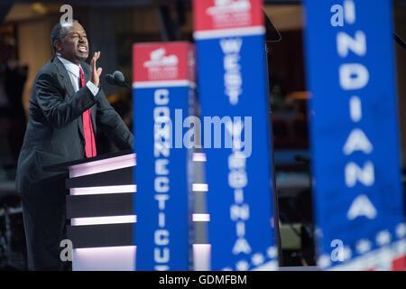 Cleveland, Ohio, USA . 19 juillet, 2016. Le Dr Ben Carson consacré au deuxième jour de la Convention nationale républicaine le 19 juillet 2016 à Cleveland, Ohio. Plus tôt dans la journée, les délégués ont officiellement soumis Donald J. Trump pour président. Credit: Planetpix/Alamy Live News