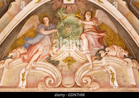 BRESCIA, ITALIE - 21 MAI 2016: fresque des anges comme le symbole de vertu cardinale de l'amour dans Chiesa di Banque D'Images