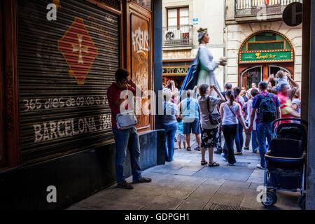 Au cours de la Merce géants Festival, dans la rue Ferran. Barcelone. La Catalogne. Espagne