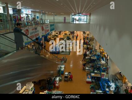 Vue aérienne d'acheteurs au marché de gros de la pêche noryangjin, région de la capitale nationale, Séoul, Corée Banque D'Images