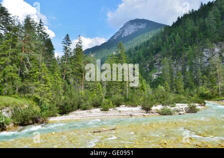 Géographie / billet, l'Autriche, le Tyrol, le fleuve Isar près du puits, Gleirsch, vallée de l'envers, Additional Banque D'Images