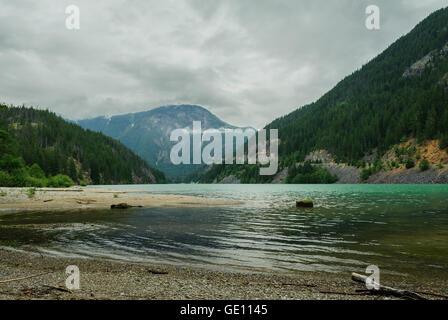 Emerald Lake Diablo et Davis en pointe North Cascades National Park, Washington State, USA Banque D'Images