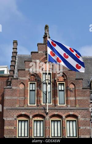 Frisian Flag à l'ancien bureau de poste à Leeuwarden, capitale de province Frise aux Pays-Bas. Banque D'Images