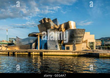 Musée Guggenheim Bilbao , musée d'art moderne et contemporain , l'architecte Frank Gehry , Bilbao, Pays Basque, Banque D'Images