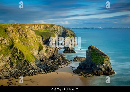 Bedruthan steps le long de la côte de Cornwall, England, UK Banque D'Images