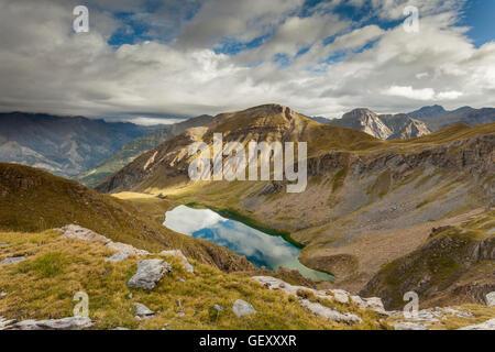 Matin d'automne dans les Pyrénées. Banque D'Images