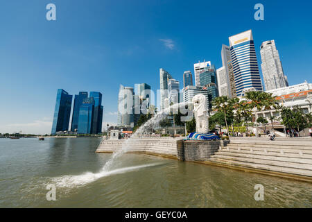 Singapour - Singapour Le 10 avril 2014: rassemblement au Merlion à Singapour. Banque D'Images