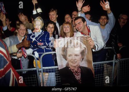 Les jeunes Conservateurs Mme Maggie Margaret Thatcher Élection générale 1983. 1980 UK . HOMER SYKES Banque D'Images