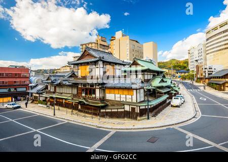 Matsuyama, Japon centre-ville à l'établissement de bains traditionnels hot springs. Banque D'Images