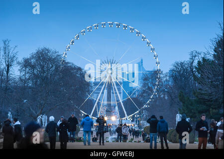 Grande roue de Paris, en hiver vue de la grande roue située entre les Jardins des Tuileries et des Champs Elysées Banque D'Images