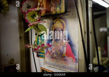 Amritsar, Punjab, en Inde. 12 mai, 2013. L'image de Fichier - Image du dieu hindou Krishna dans une boutique de Banque D'Images