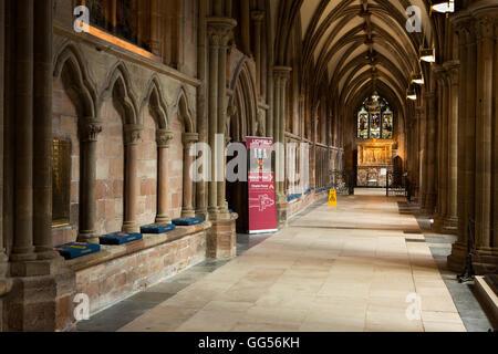Royaume-uni, Angleterre, Staffordshire, Lichfield, Cathédrale, bas-côté nord, entrée à Chapter House Banque D'Images