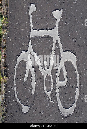 Peint en blanc location symbole sur voie cyclable.